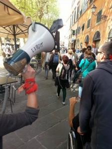 Lucca- contestiamo Renzi
